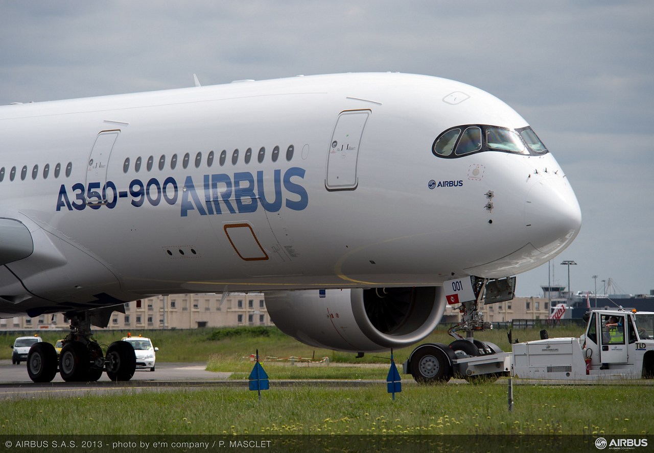Painting of the first A350 XWB was achieved in less than seven days at the Airbus paint shop in Toulouse, France