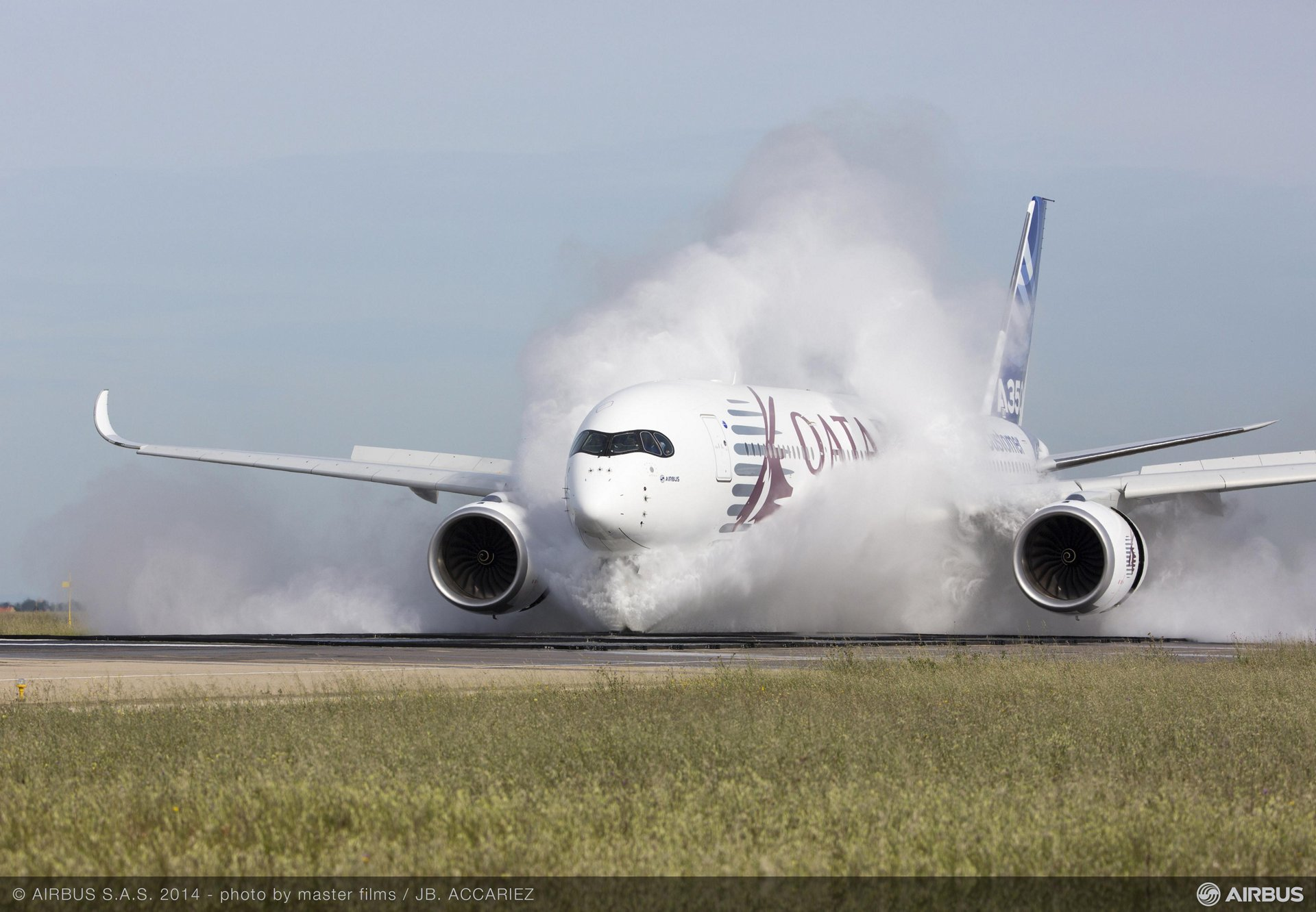 The Airbus A350 XWB's ability to operate on wet runways was demonstrated during successful water ingestion tests conducted at Istres, France