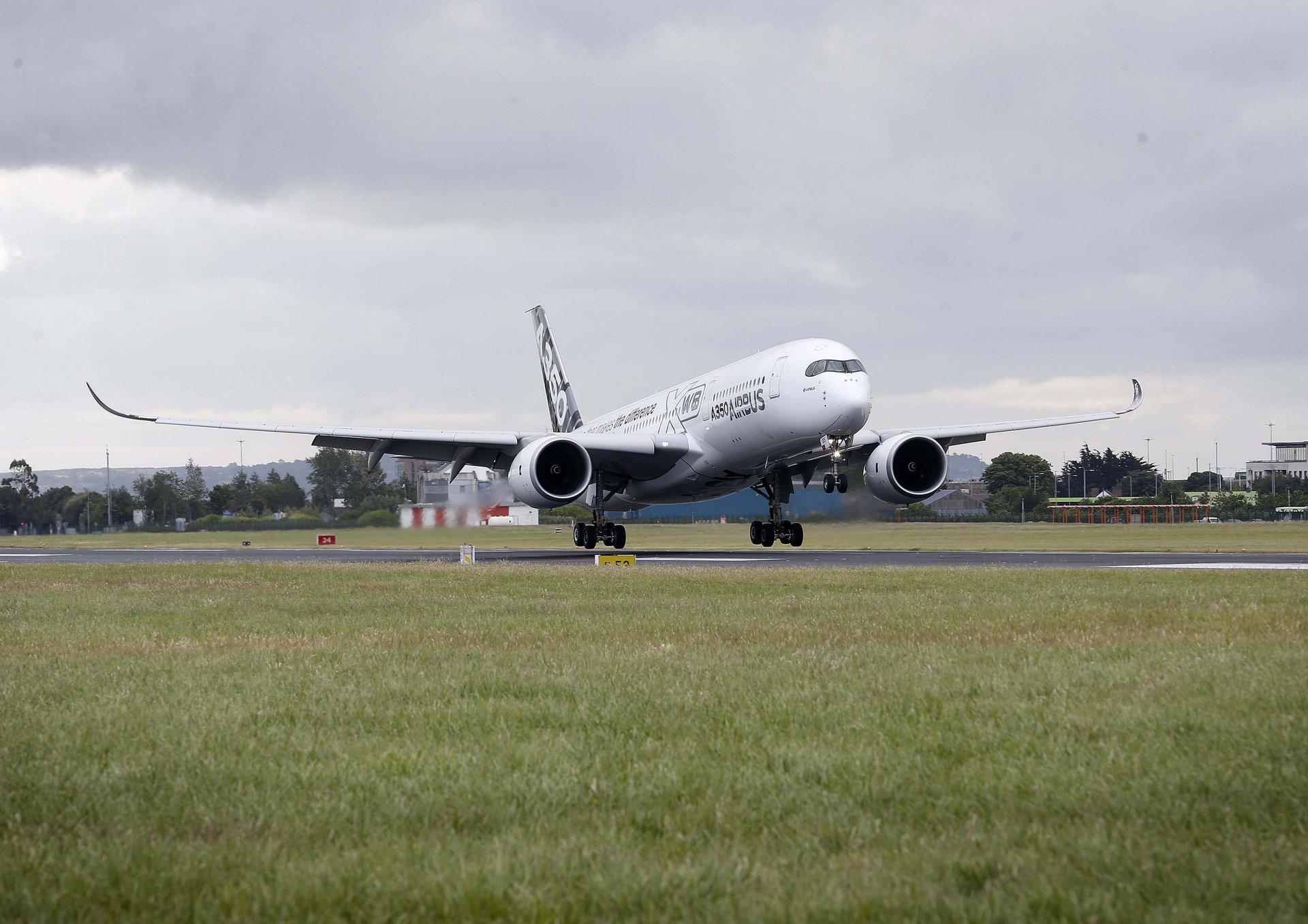 A350 XWB in Dublin_1
