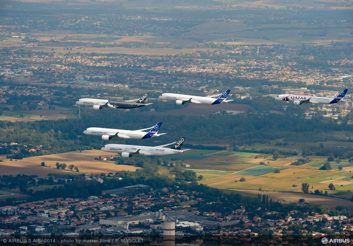 A350 XWB – Test aircraft formation flight 4