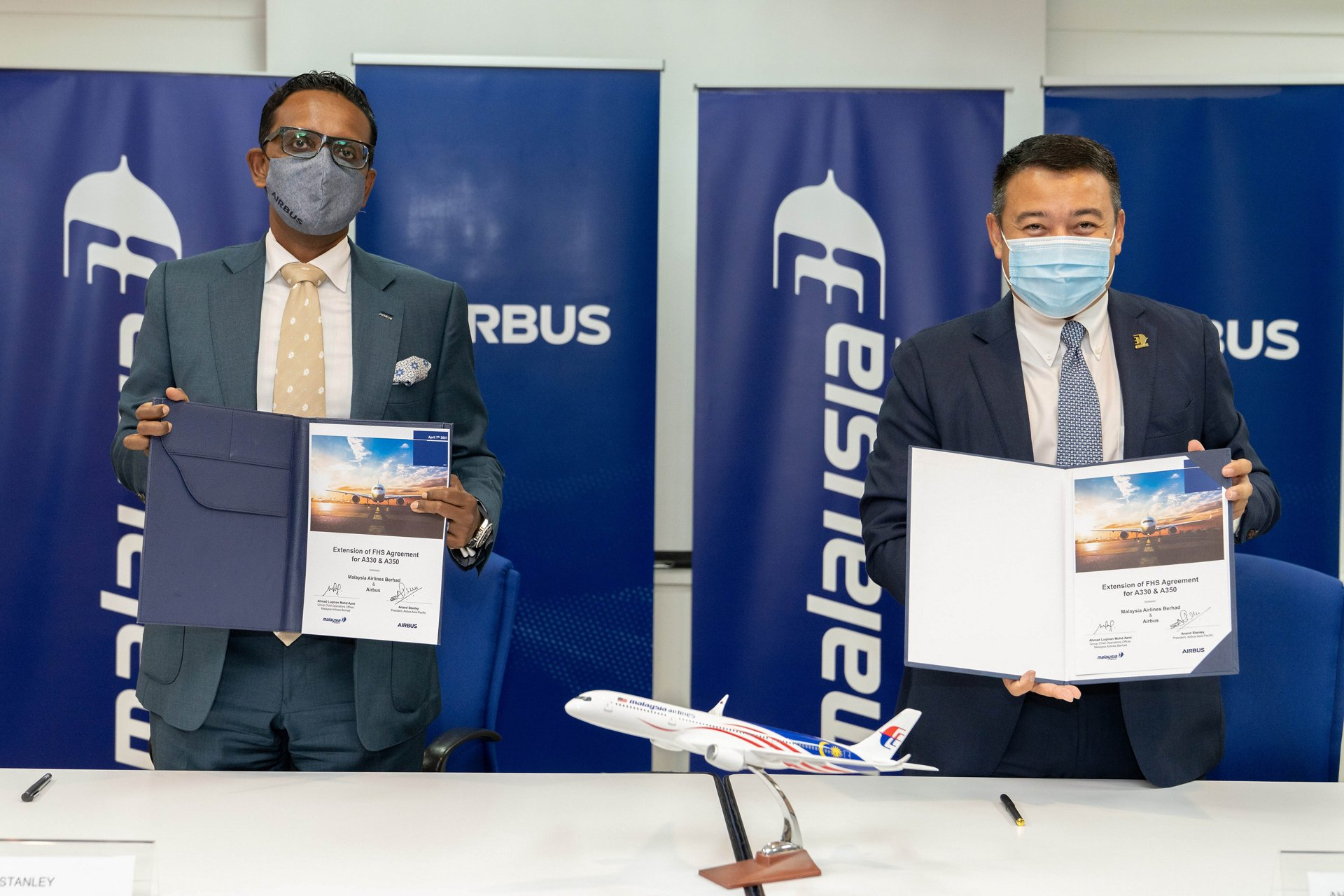 Airbus President Asia Pacific Anand Stanley & Malaysia Airlines Chief Operations Officer Ahmad Luqman Mohd Azmi Signing The Extended Widebody FHS Agreement