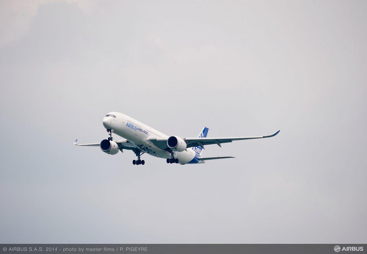 A350 XWB - First ever flight display – 02