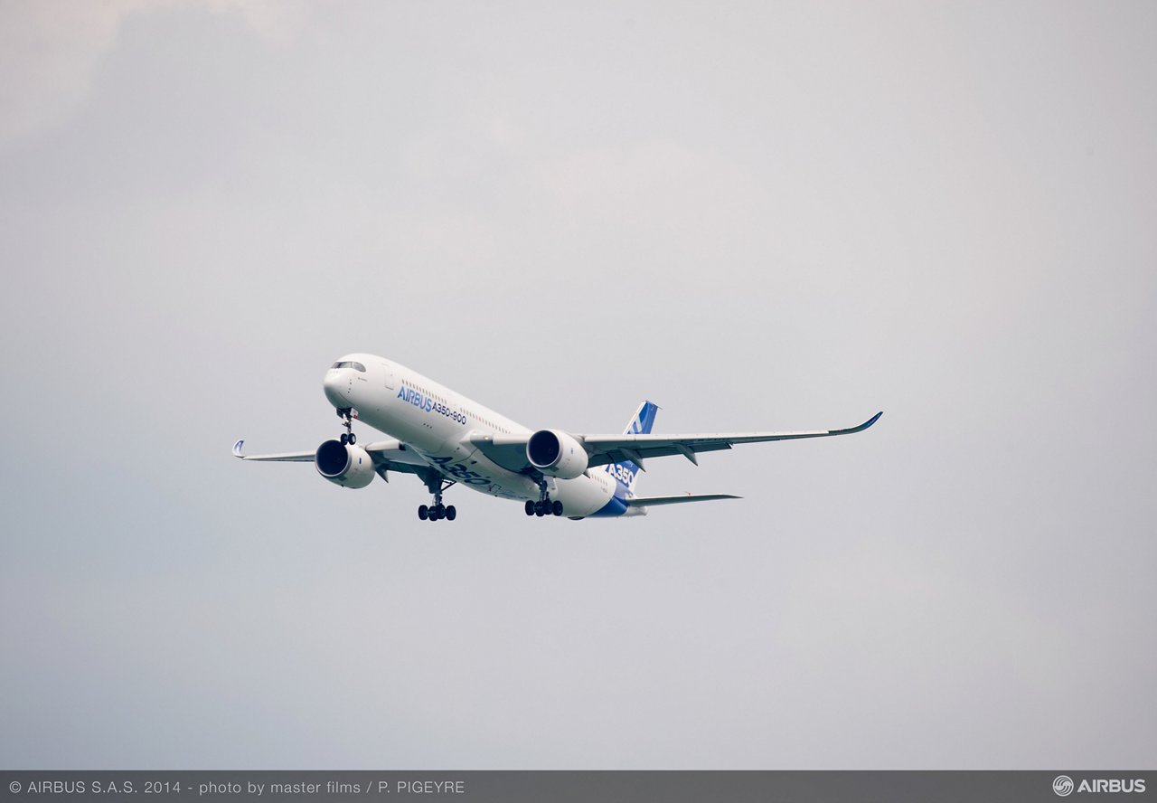 A350 XWB - First ever flight display – 02