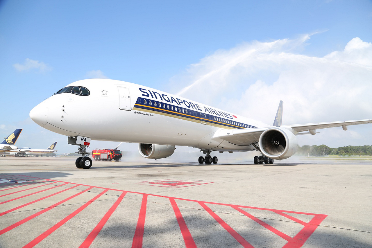 """Singapore Airlines CEO Goh Choon Phong: """"The A350 is a key element in our overall capacity growth and fleet renewal strategy. Its improved operating efficiency offers us the opportunity to open up even more new routes, providing more travel options to our customers"""""""