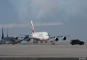 01 A380 Emirates taxiing