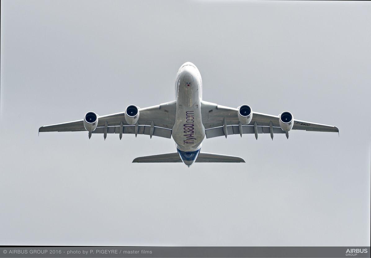 Farnborough Airshow_Day 1_A380 flying display 6