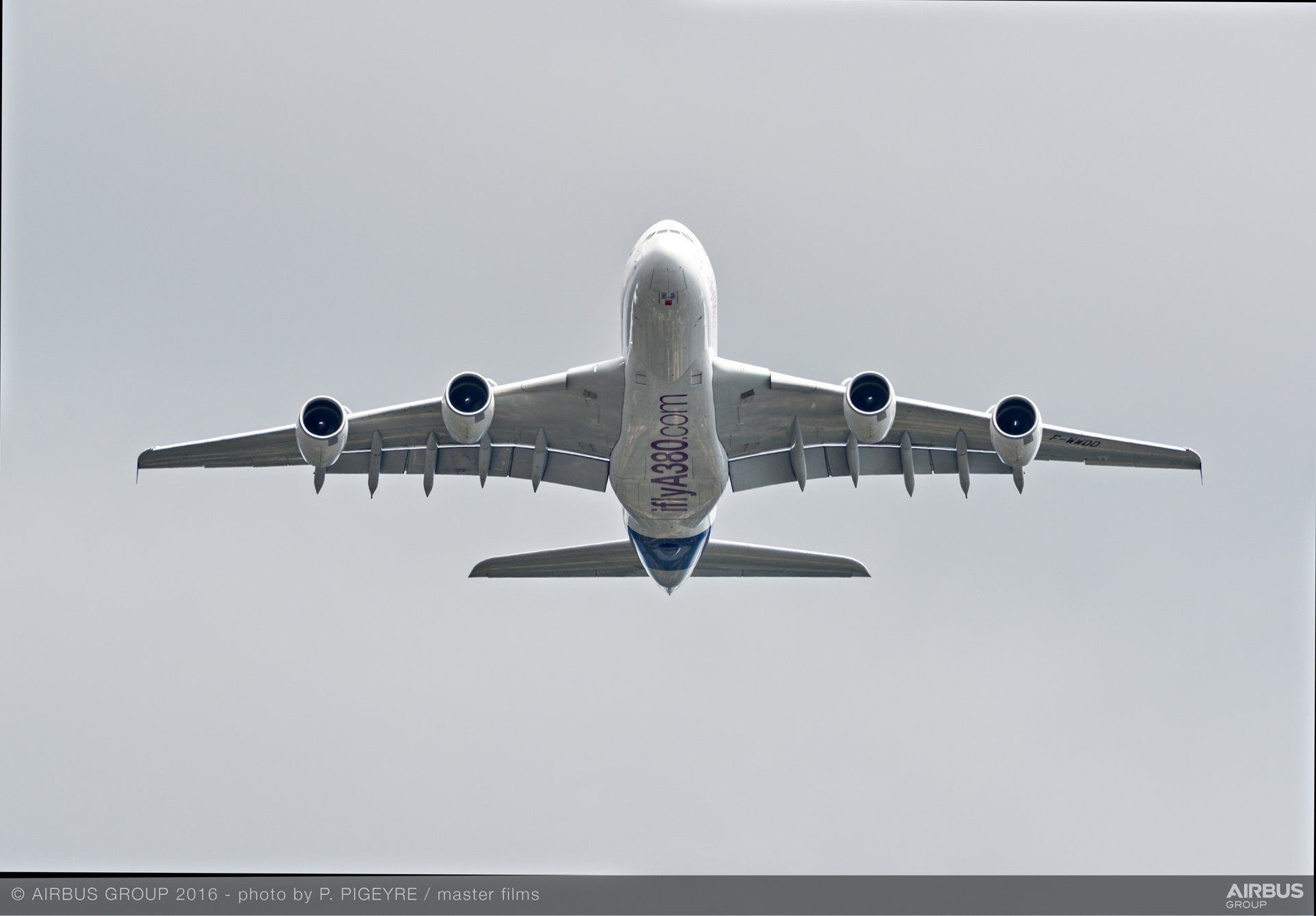 Farnborough Airshow_Day 1_A380 flying display 6