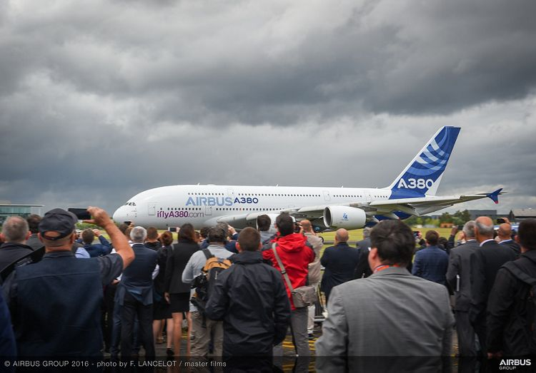 Farnborough Airshow_Day 1_A380 flying display 2