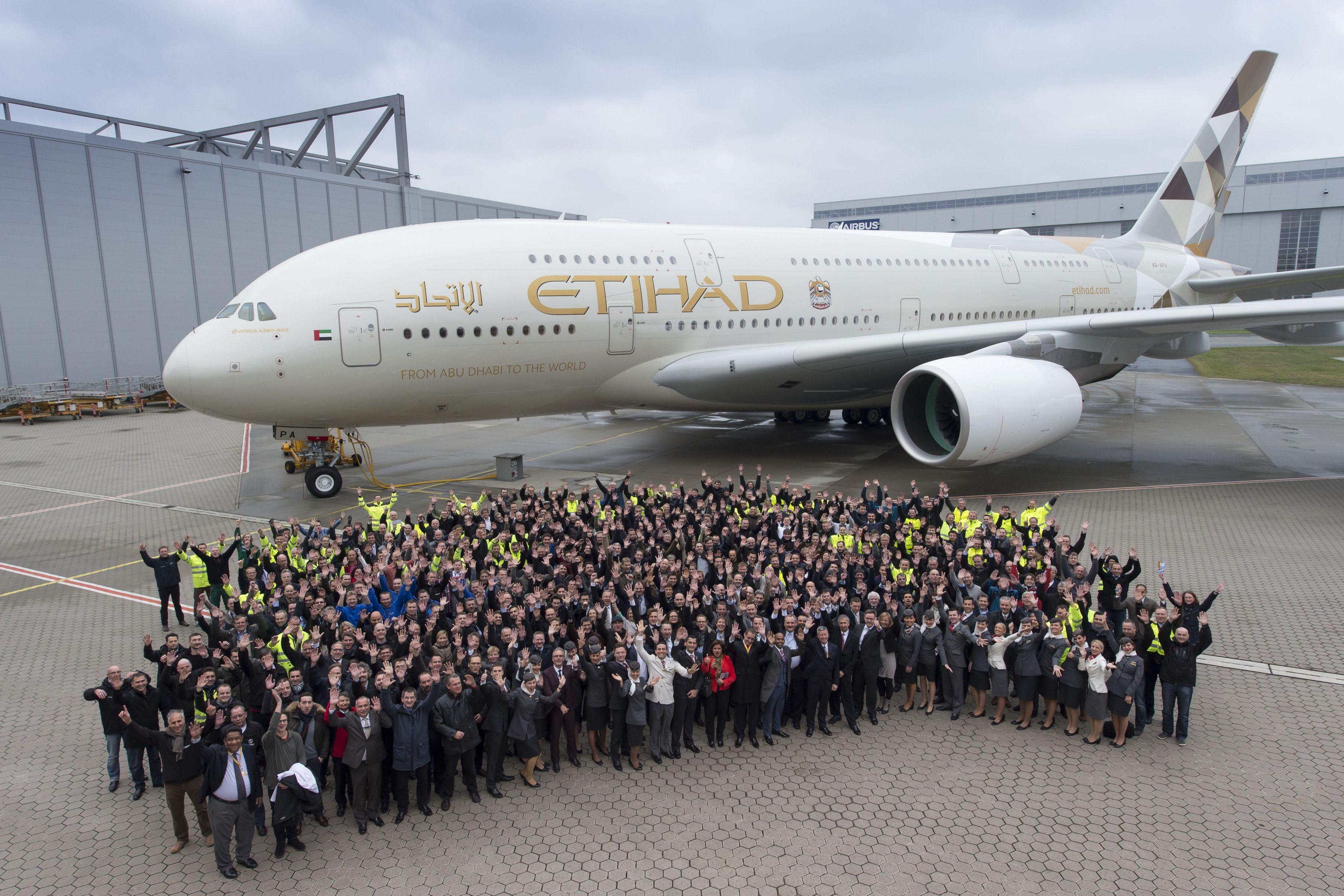 Etihad airways receives first airbus a380 for Avion airbus a380 interieur