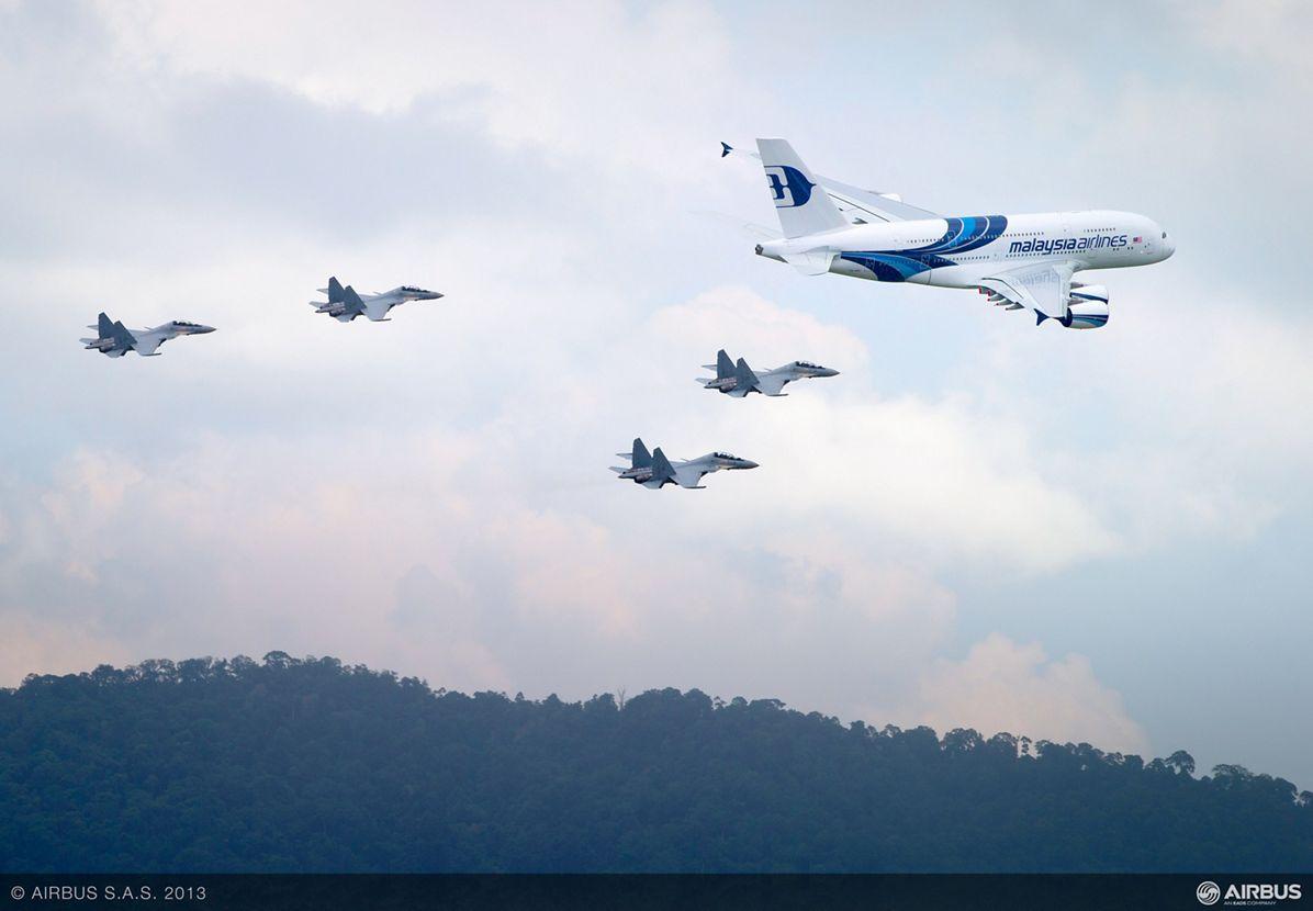 A380 MAS LIMA formation flight