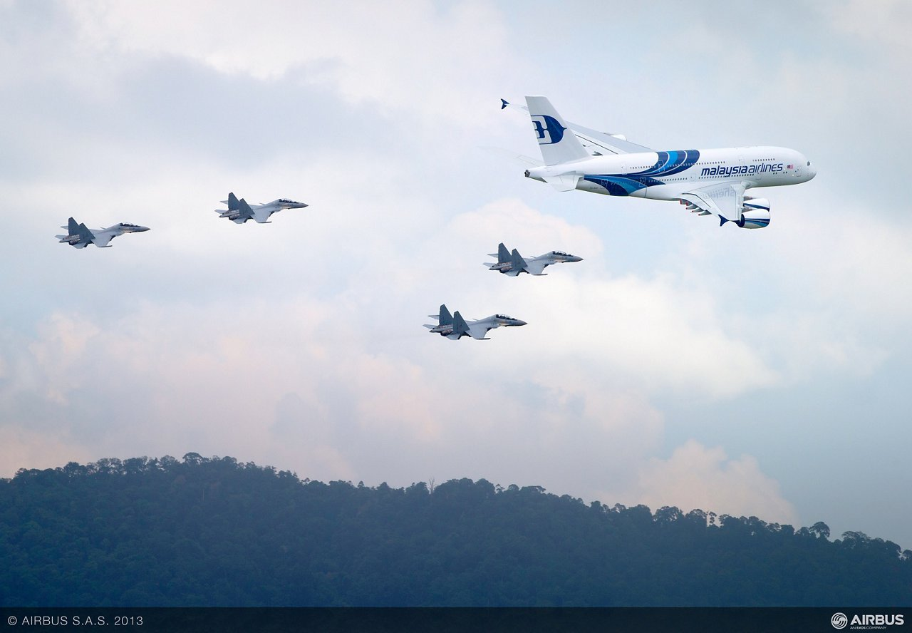 A380 MAS LIMA formation flight