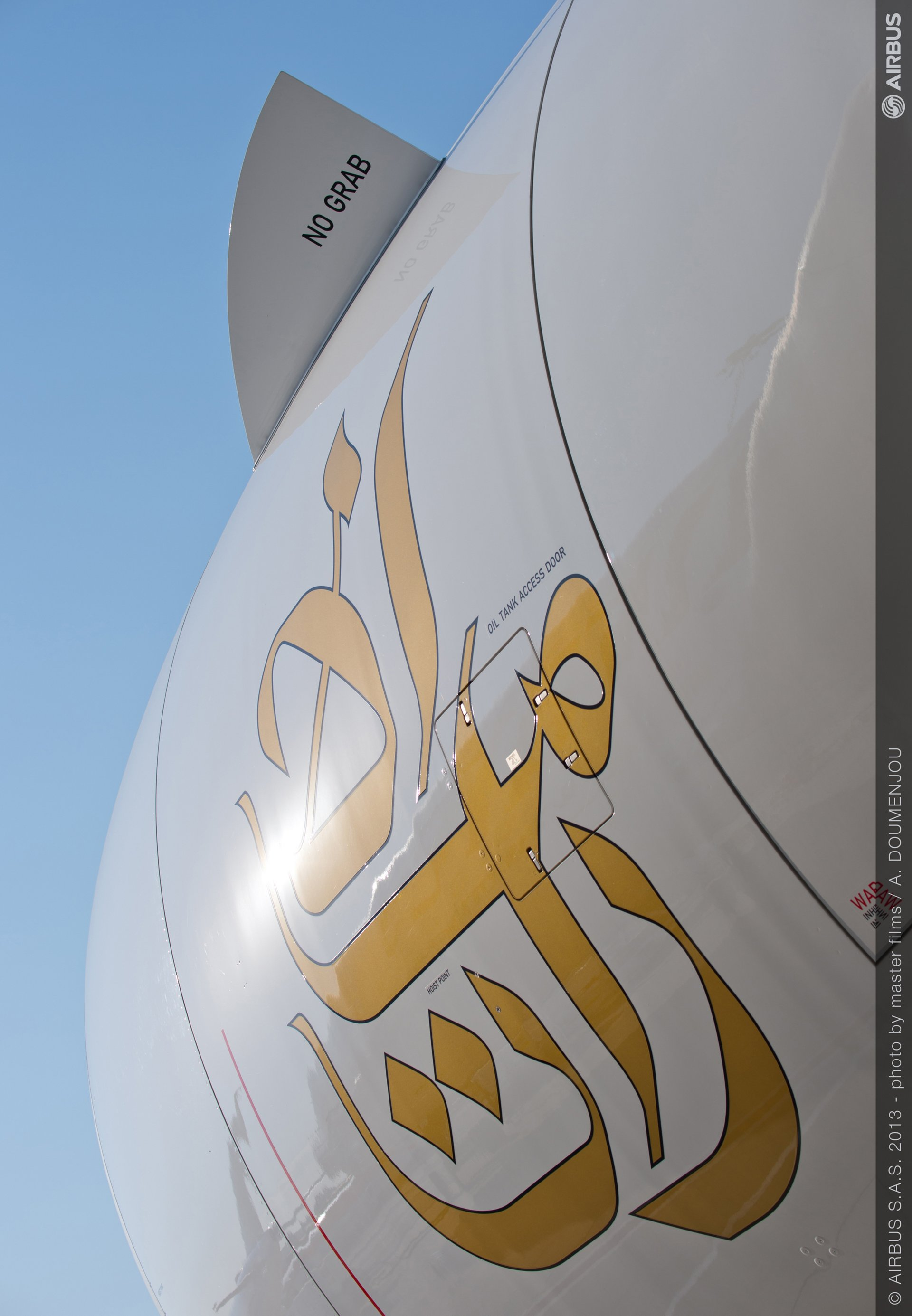 Day one ambiance 03 A380 emirates engine close up