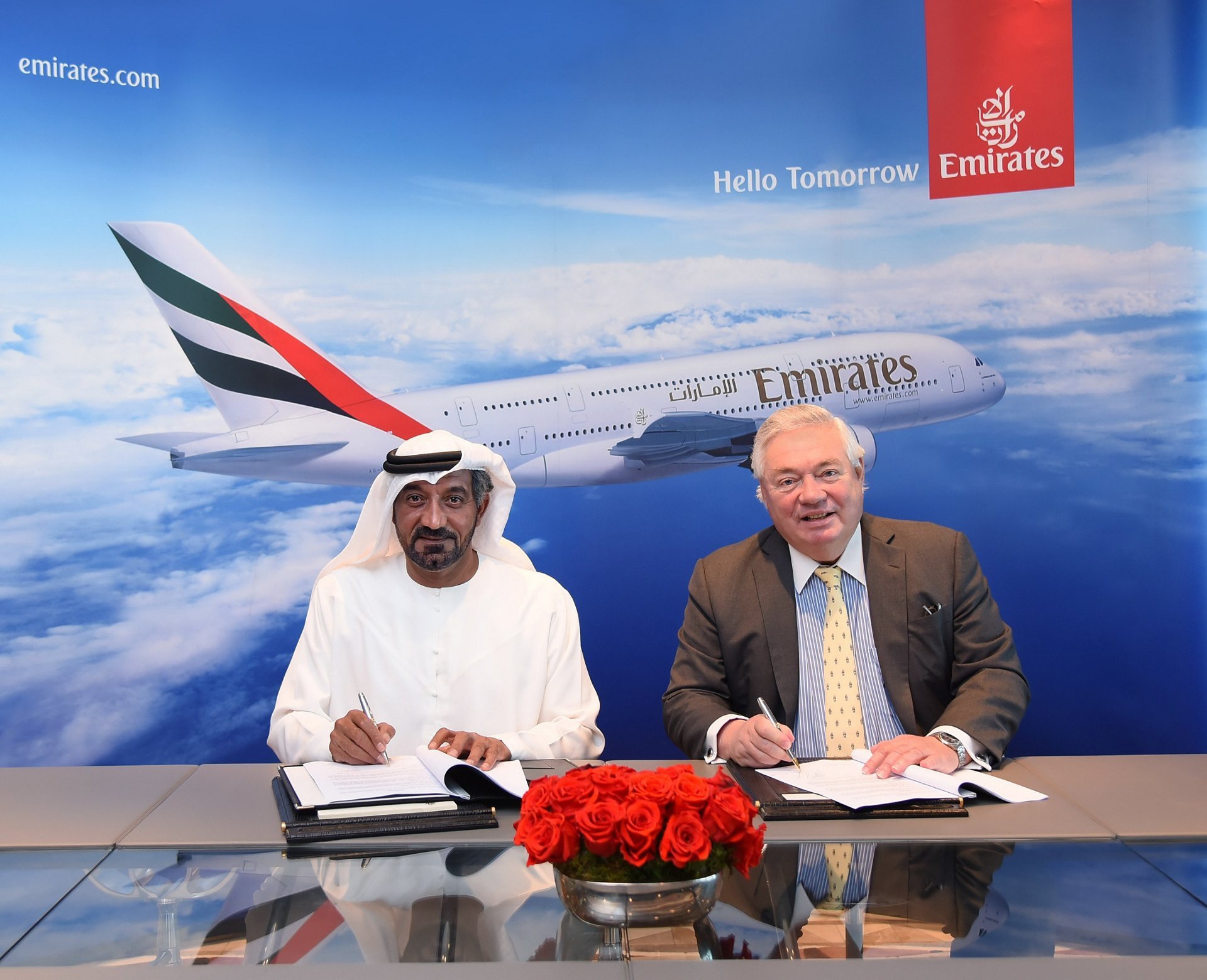 Signing the Memorandum of Understanding for 36 Airbus A380s are HH Sheikh Ahmed bin Saeed Al Maktoum, Chairman and Chief Executive, Emirates Airline and Group, and John Leahy, Chief Operating Officer - Customers, Airbus Commercial Aircraft