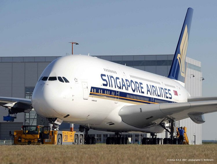 Singapore_A380_just_painted