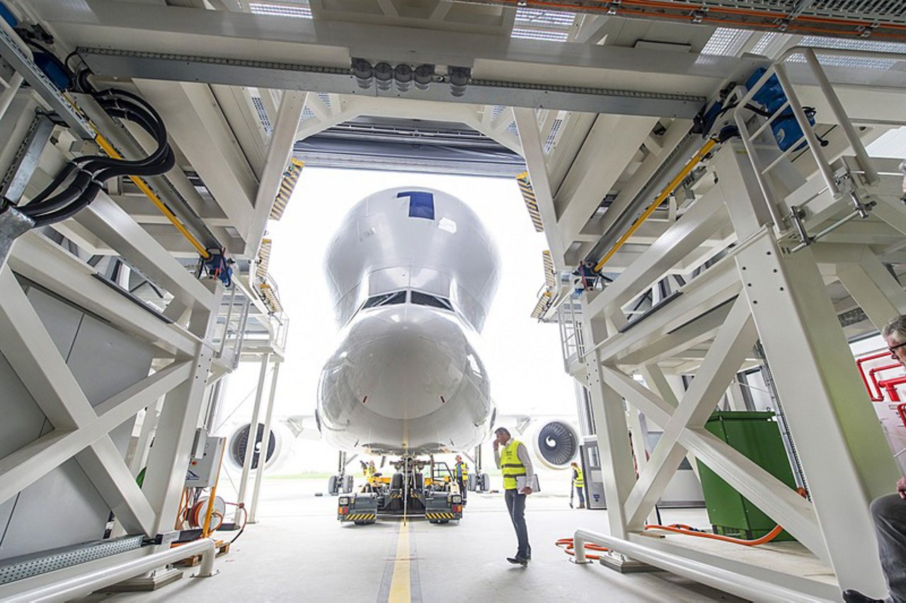 Airbus Beglua loading hangar
