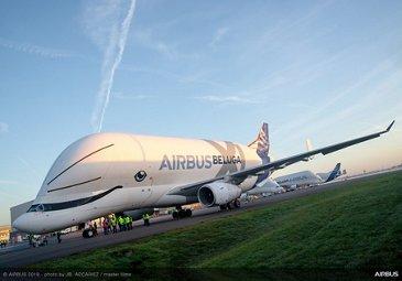 BelugaXL first flight with A350 XWB wing set
