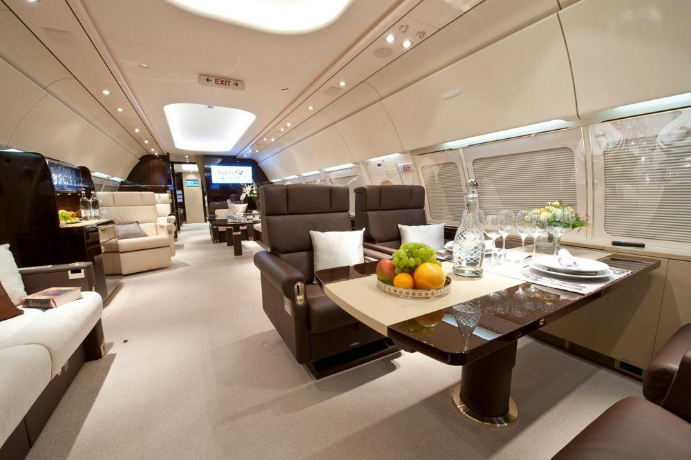 AJA Airbus ACJ318 Main cabin