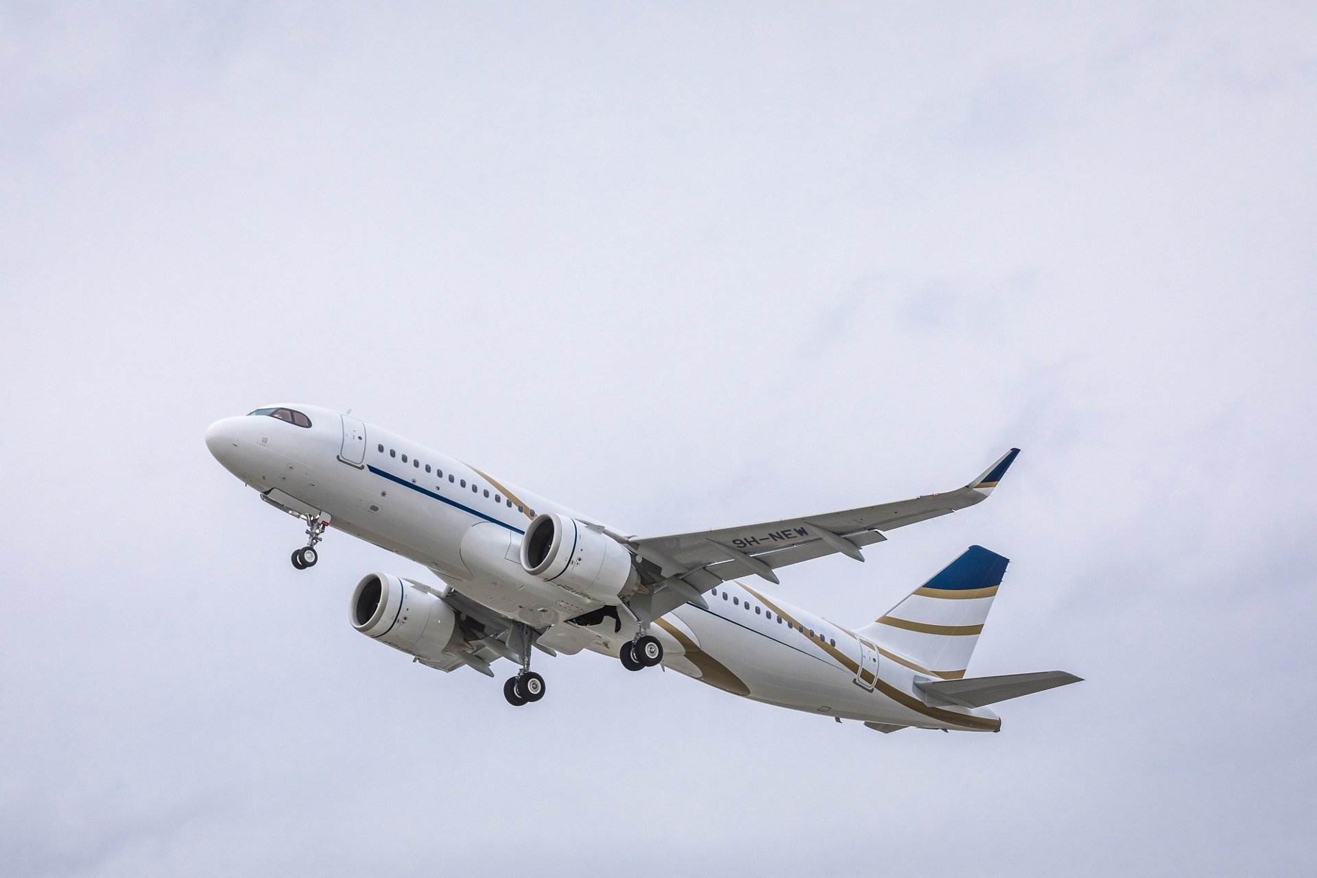 Comlux' first ACJ320neo is delivered