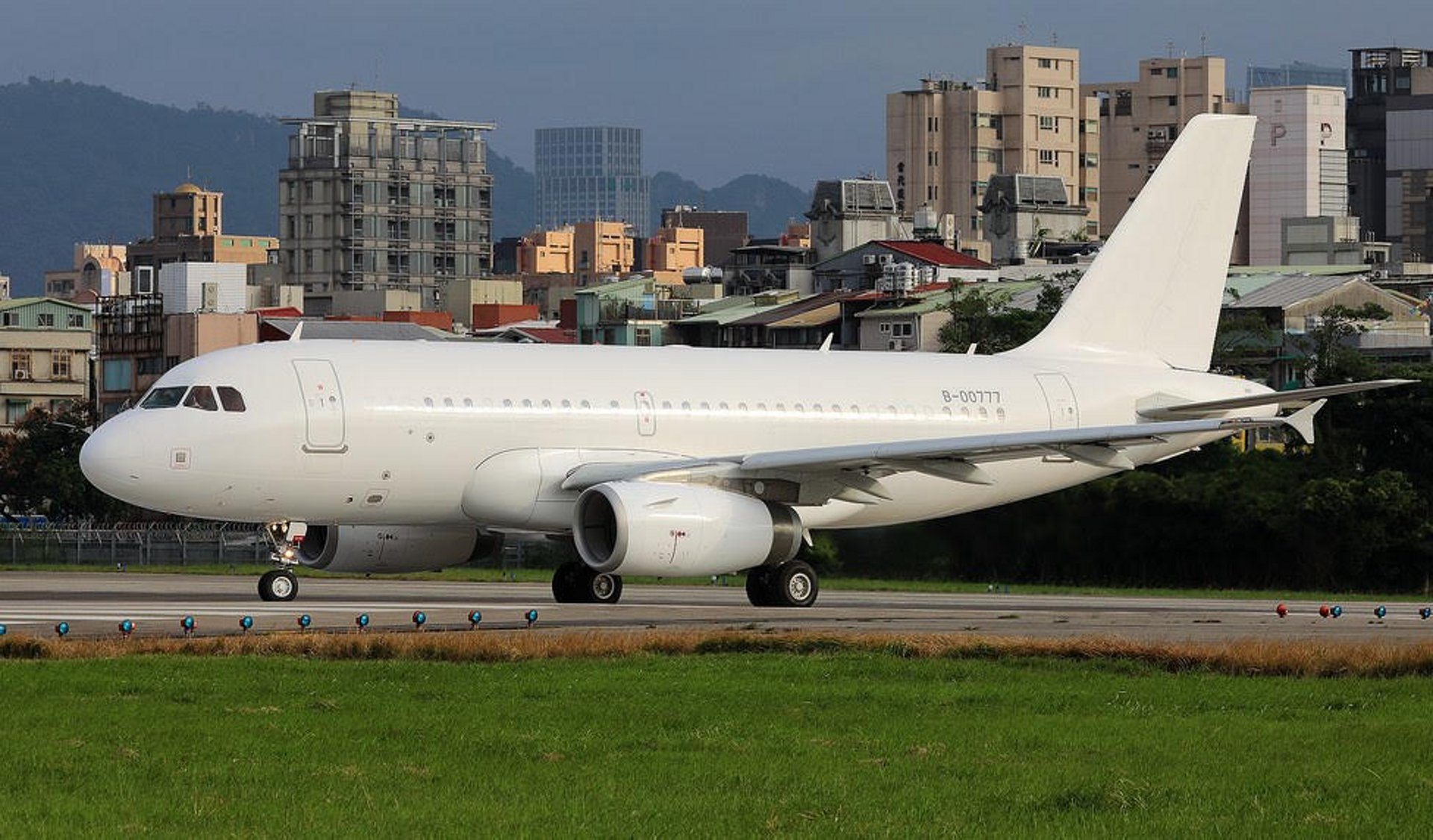 ACJ319 B-00777