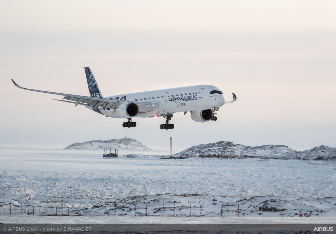 Airbus wallpaper – A350-1000 cold weather landing