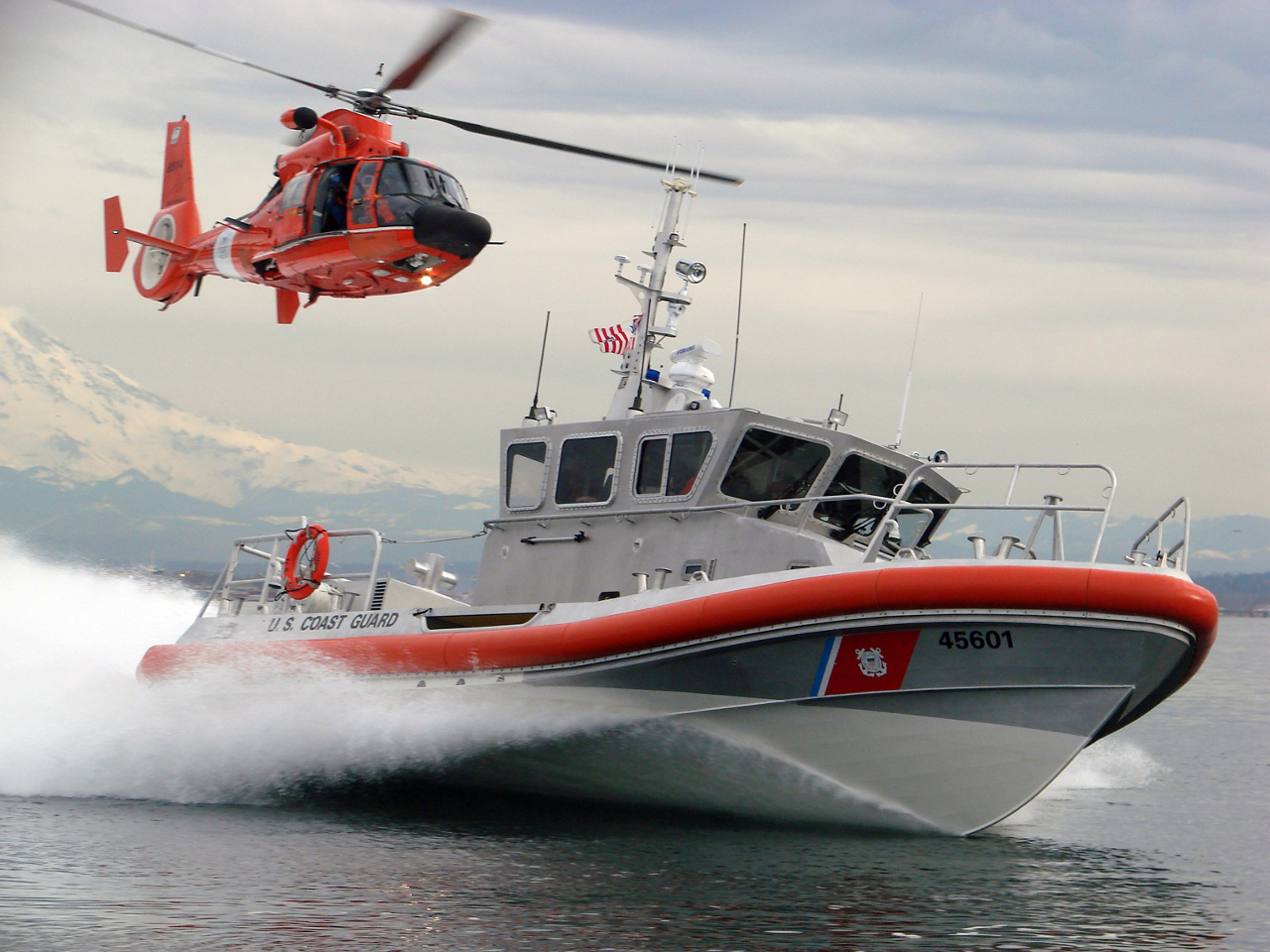 The Coast Guard service can call on more than 87,000 members, of whom 40,000 are on active duty.