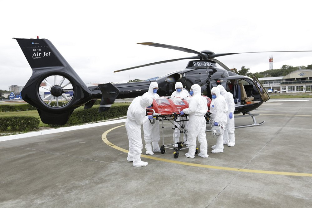 A patient is unloaded from an EC135 rotorcraft operated by Air Jet Táxi Aéreo of Brazil.