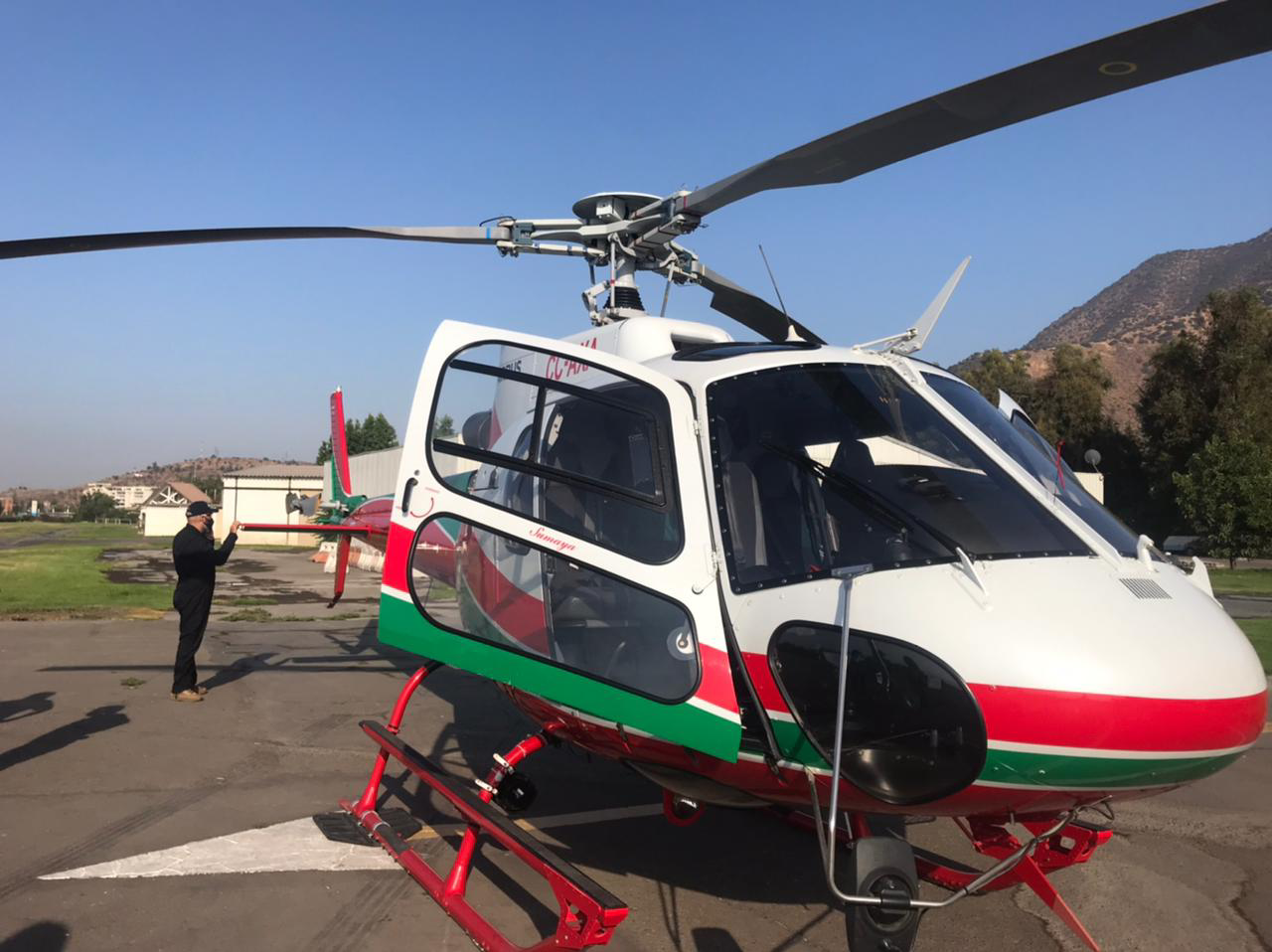 a Suma Air H125 transported 85 doses of the COVID-19 vaccine from Santiago to Quillota Hospital