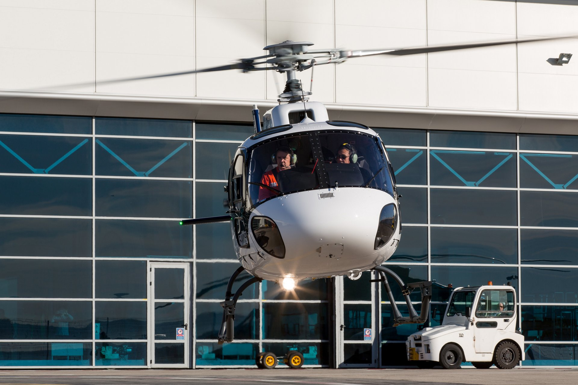 CMIG Leasing takes delivery of China's 100th helicopter from the Ecureuil family