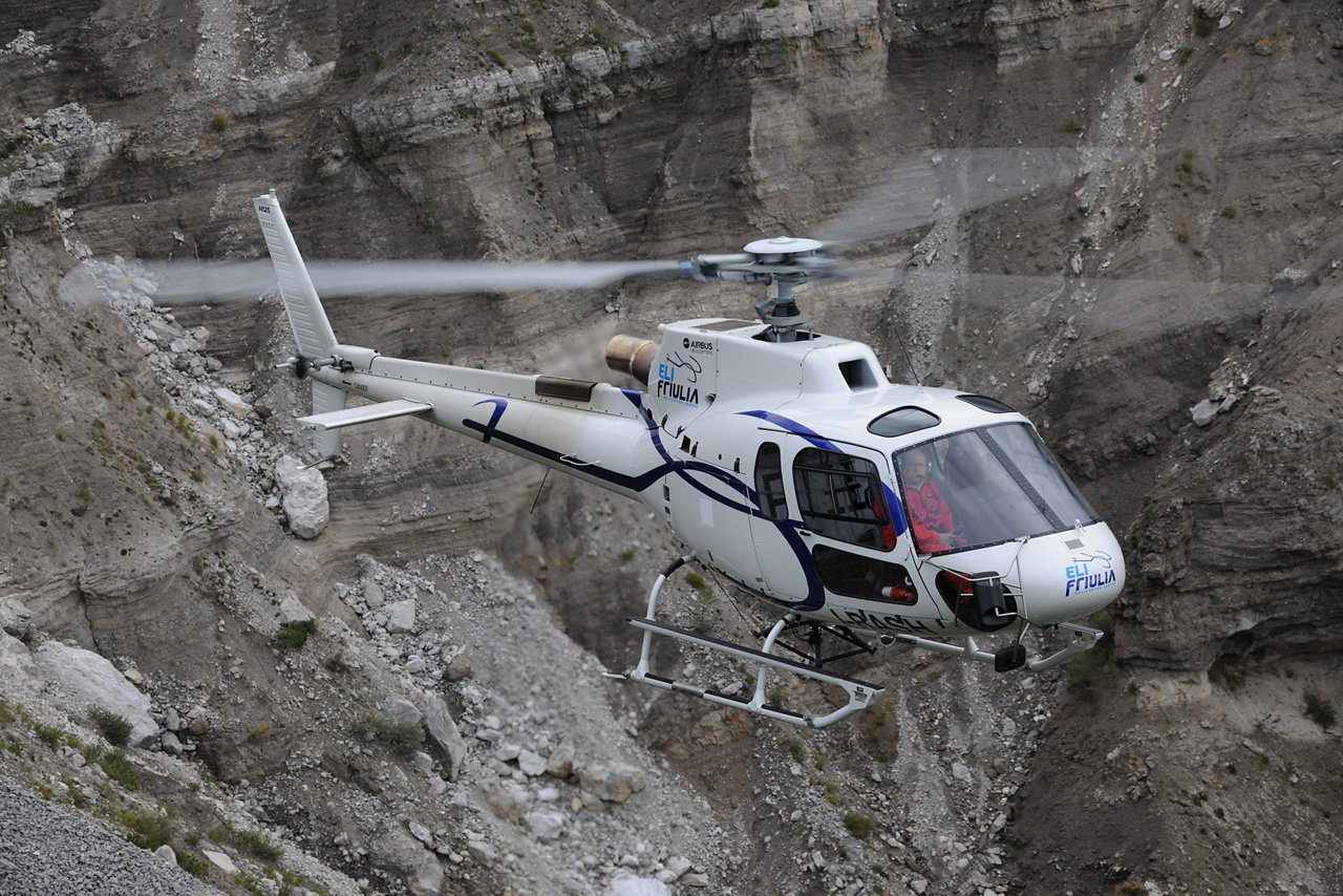 – Airbus Helicopters has accelerated the set-up of new pilot and technician training capabilities in Ukraine. The company will be delivering an H225 Full Flight Simulator (FFS) that will be based in Krementchuk, as well as delivering the first two H125 for pilot training purposes by the end of December 2019.