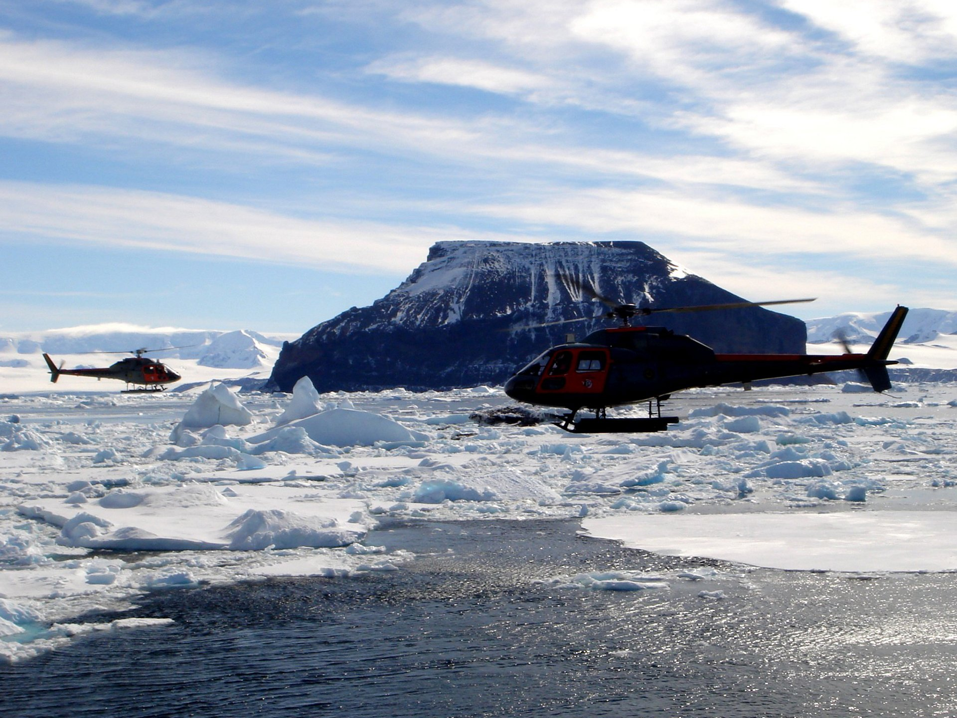 The H125 provided a range of support as part of the Brazilian Antarctic research programme PROANTAR, including the transport of goods and personnel from the ship to the research fields.