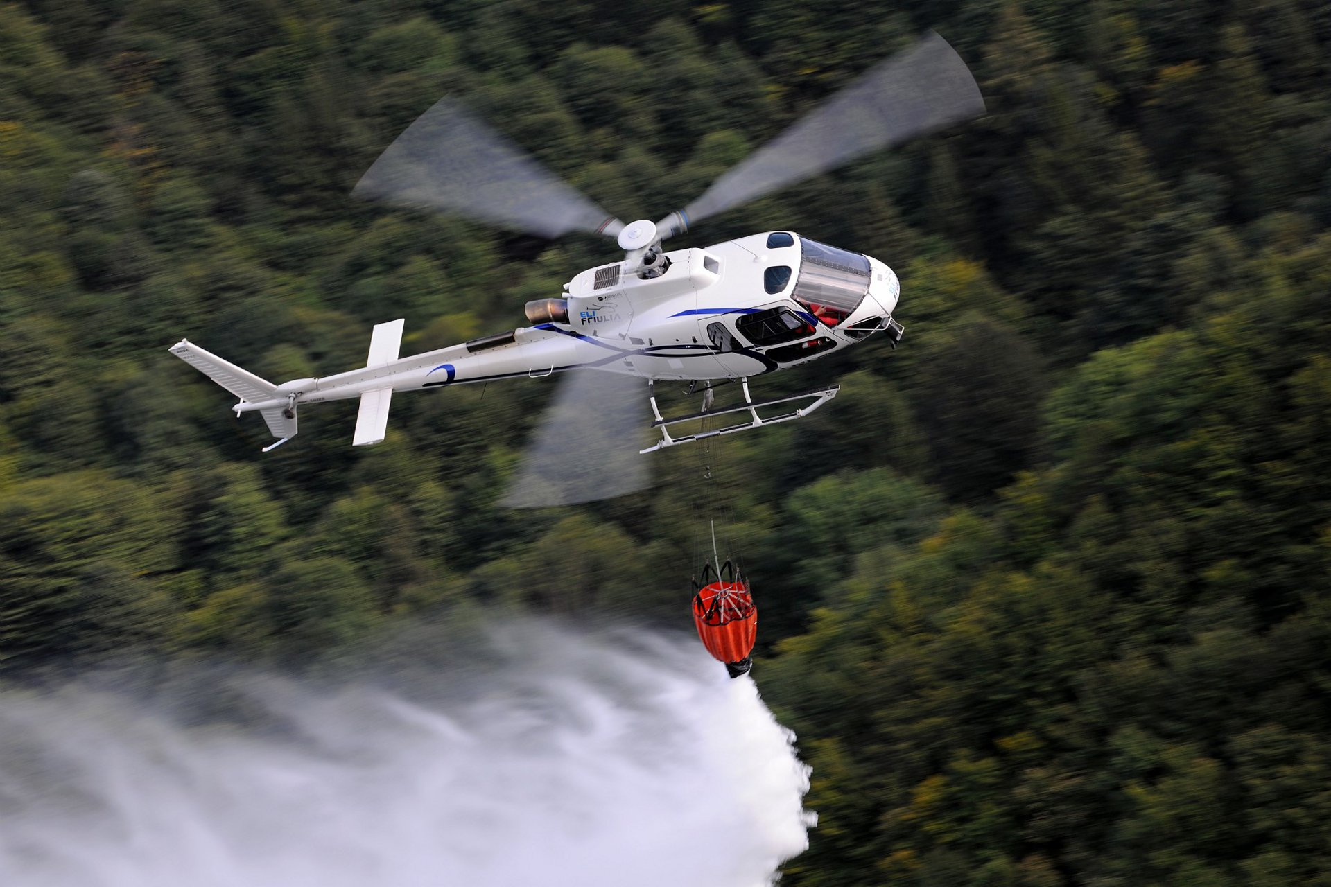 H125 performing a firefighting mission with Italian operator Eli Friulia 2017