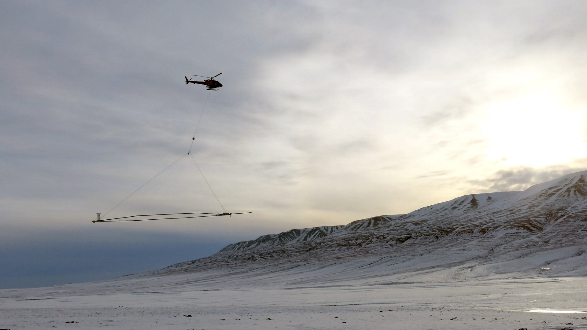 An H125 deployed in Greenland maps groundwater using the geophysical system from SkyTEM