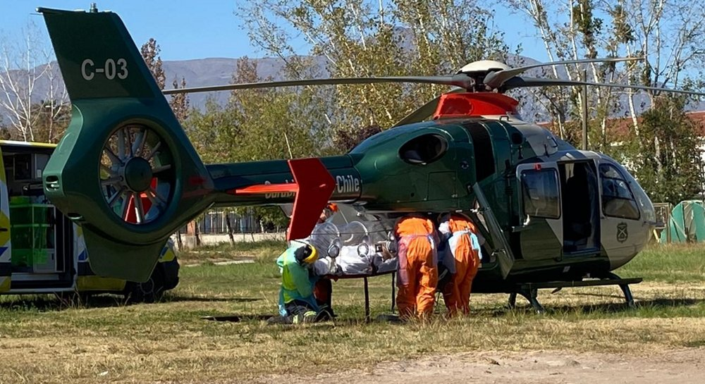 As in many other countries, the Chilean health authorities strive to avoid the oversaturation of hospitals in high density metropolitan areas such as Santiago. As a result, and the air support division of Carabineros de Chile, the Chilean police, has been very actively performing inter-hospital transfers with their H135 helicopters during the pandemic.