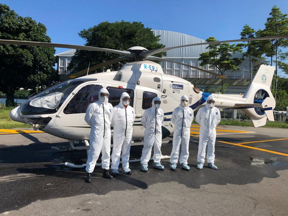 The daily routine of the Air Operations Coordination (COA) in Rio de Janeiro has been hugely impacted by the crisis. Prior to the outbreak, COA operations usually involved the transport of the governor and his/her close collaborators. With the arrival of the pandemic, the team now supports the State Military Fire Department to carry out inter-hospital transport of Covid-19 patients with their H135 helicopter.