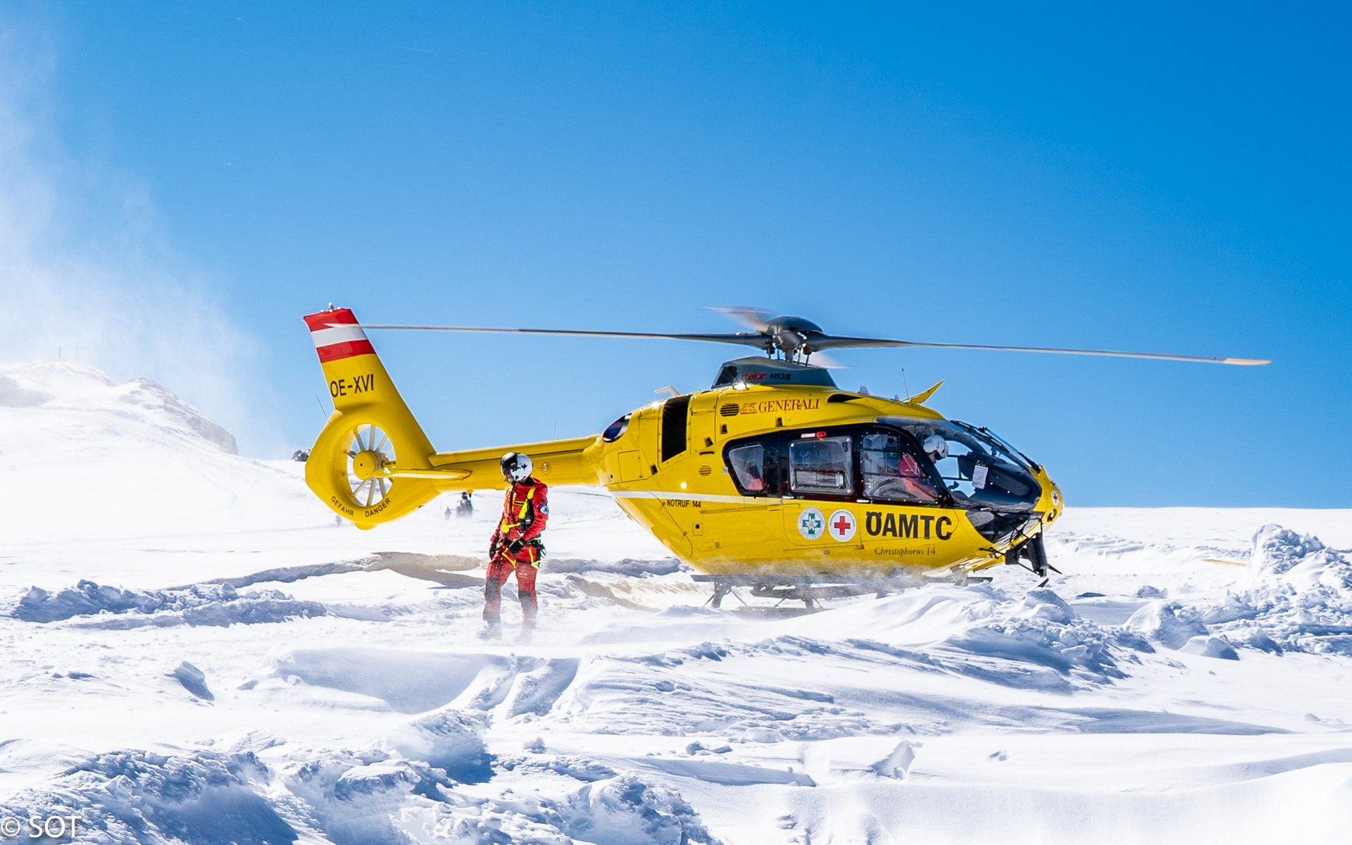 Airbus Helicopters and ÖAMTC Air Rescue have signed a firm contract for the purchase of five H135s.