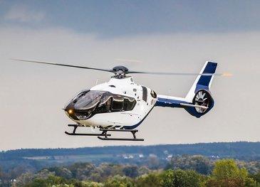 H135飞行中