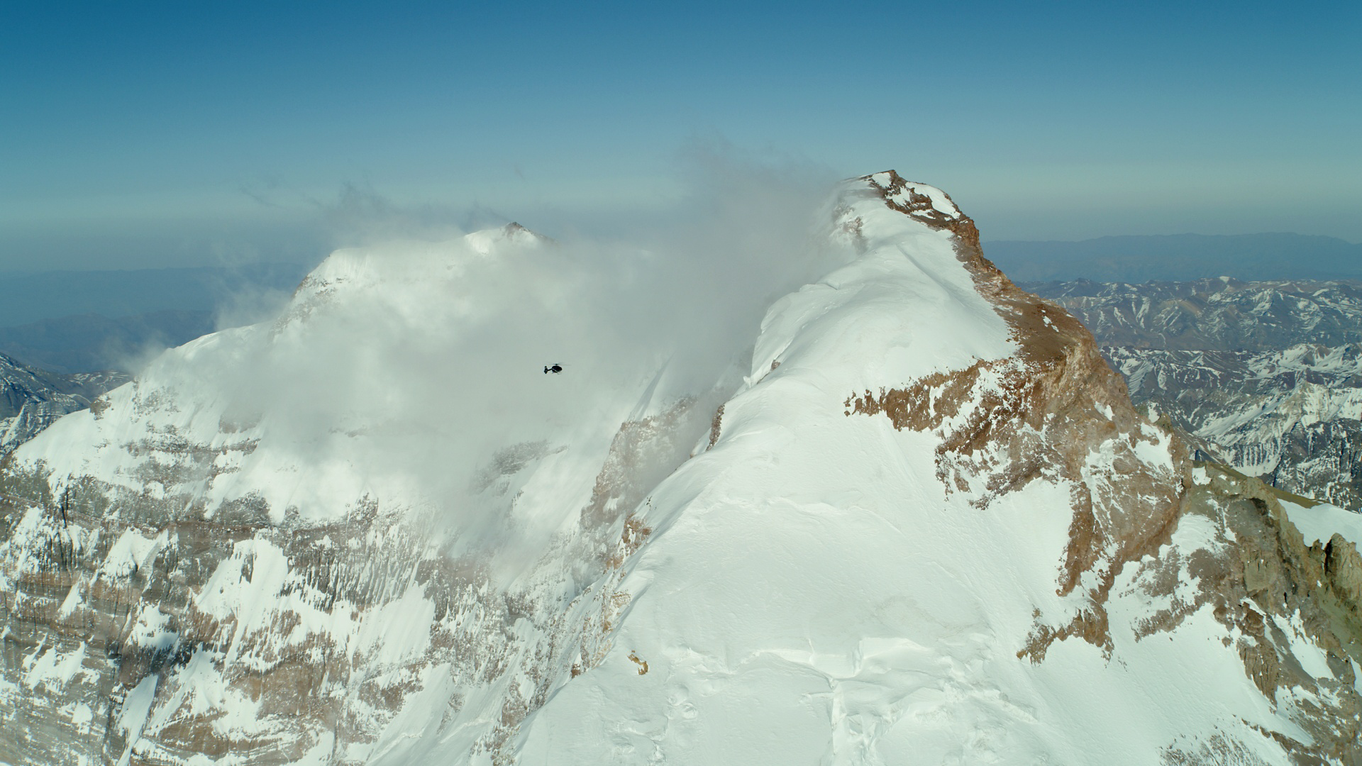 On 24 September, Airbus H145 landed on Argentina's tallest peak, Aconcagua. It was a team effort and opened new frontiers for the twin-engine H145.
