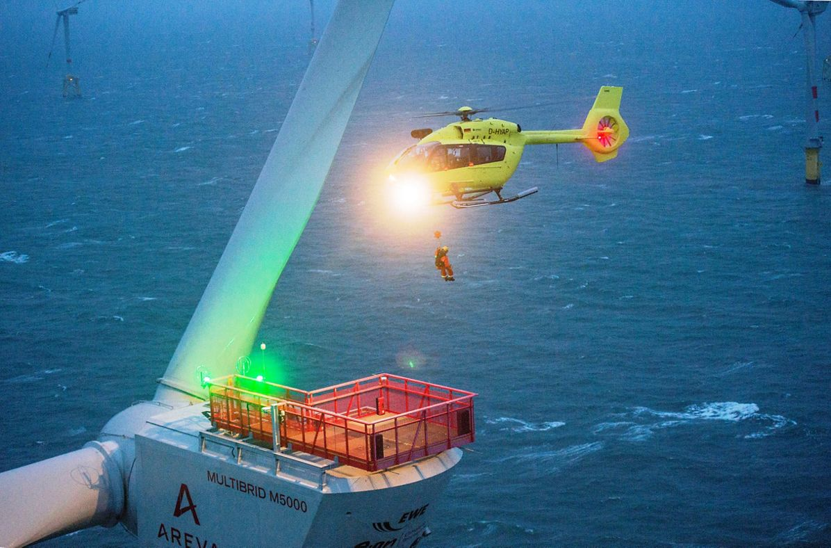 Wilhemshaven (Germany), le 26 janvier 2016. Photo © Christophe Guibbaud pour Airbus Helicopters, Airbus Helicopters' H145 demonstrates its ability to perform offshore missions