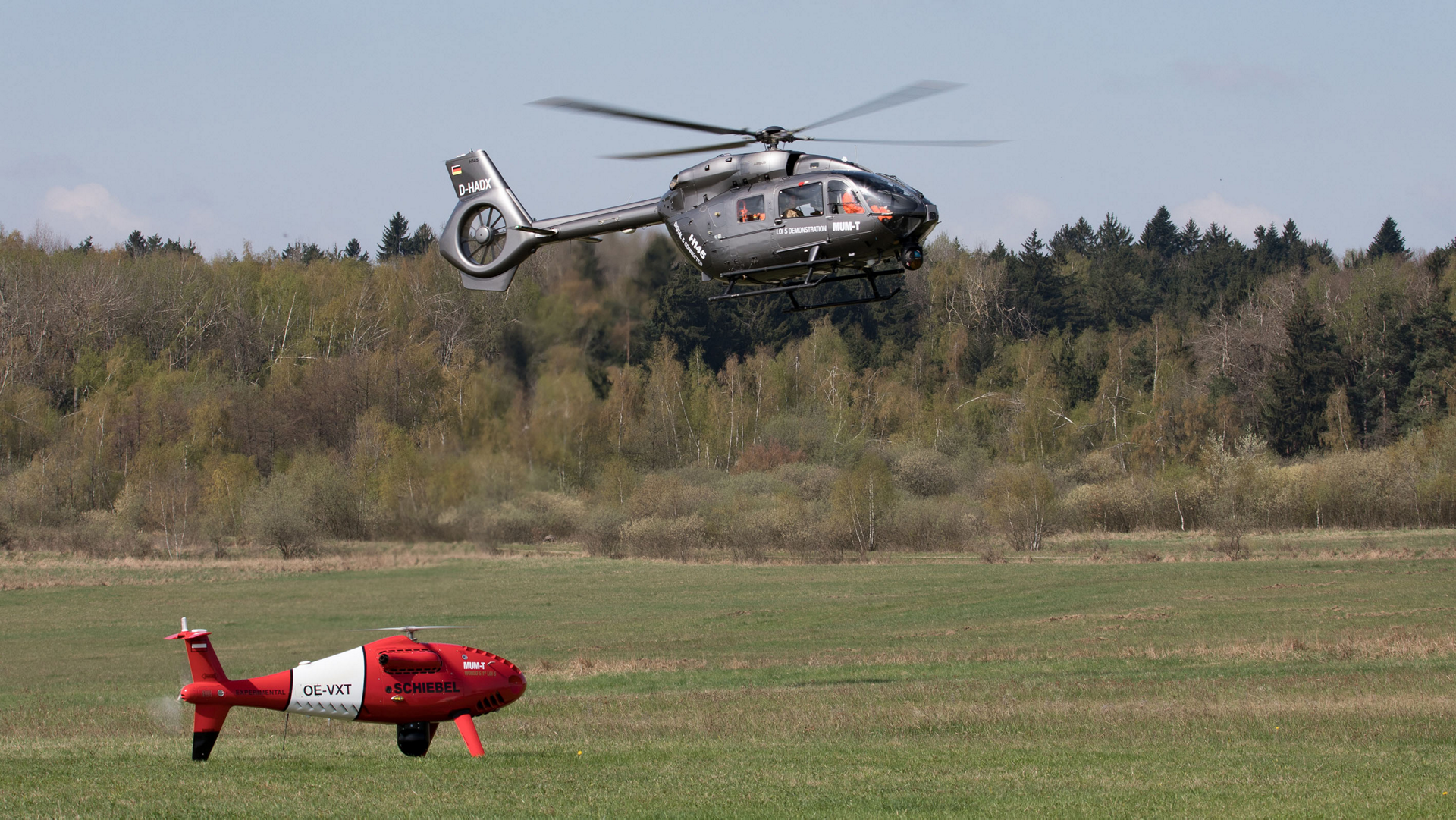 Airbus Helicopters and Schiebel have tested Manned Unmanned Teaming (MUM-T) capabilities between an H145 platform and a CAMCOPTER® S-100 Unmanned Air System (UAS), thus becoming the first European helicopter manufacturers to demonstrate this technology with the highest level of interoperability (LOI°5).