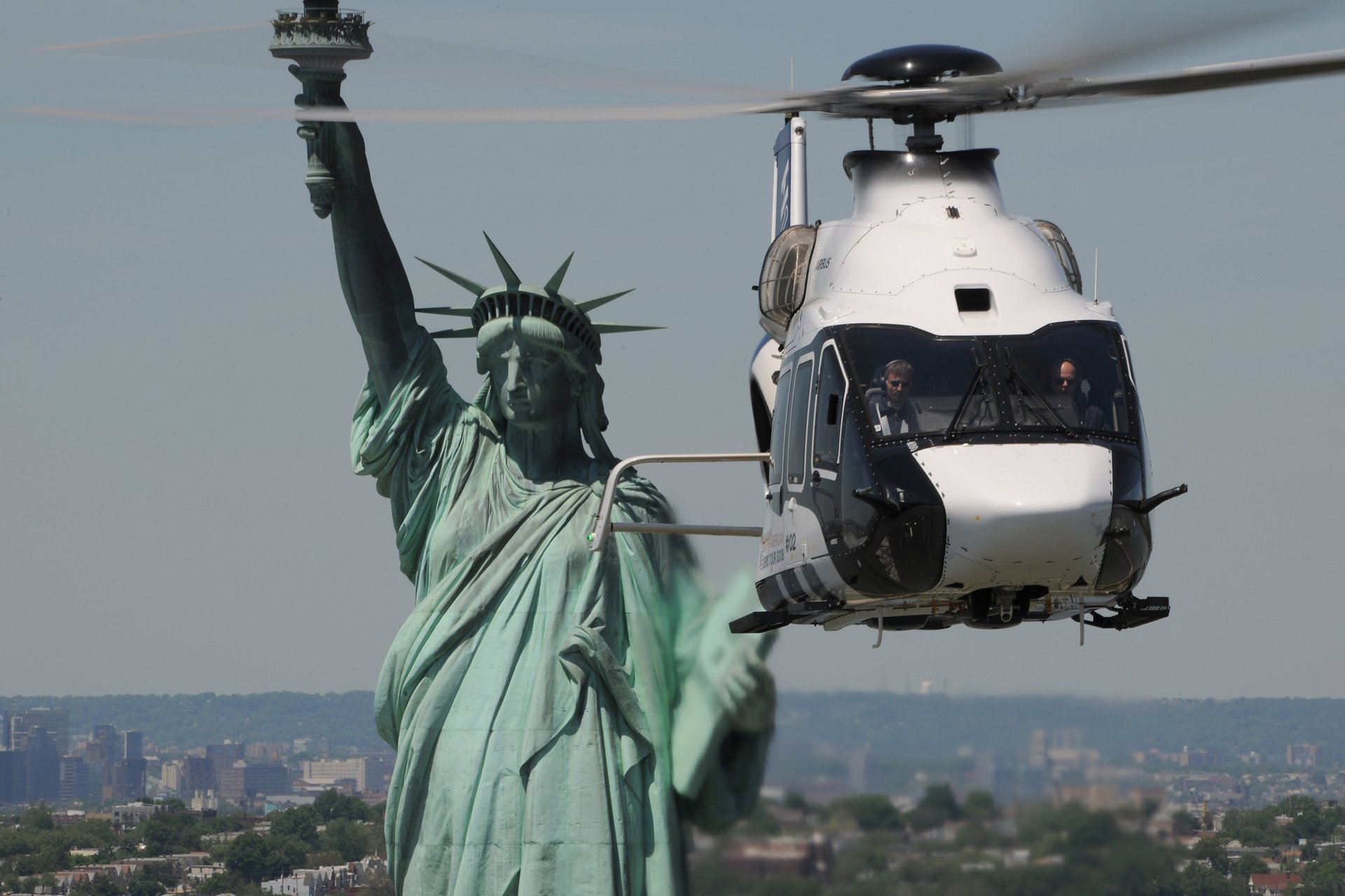 The H160 flies by Lady Liberty on its New York City sightseeing trip before heading to Trenton, New Jersey to perform demo flights as part of its North American Demo Tour in May 2018.