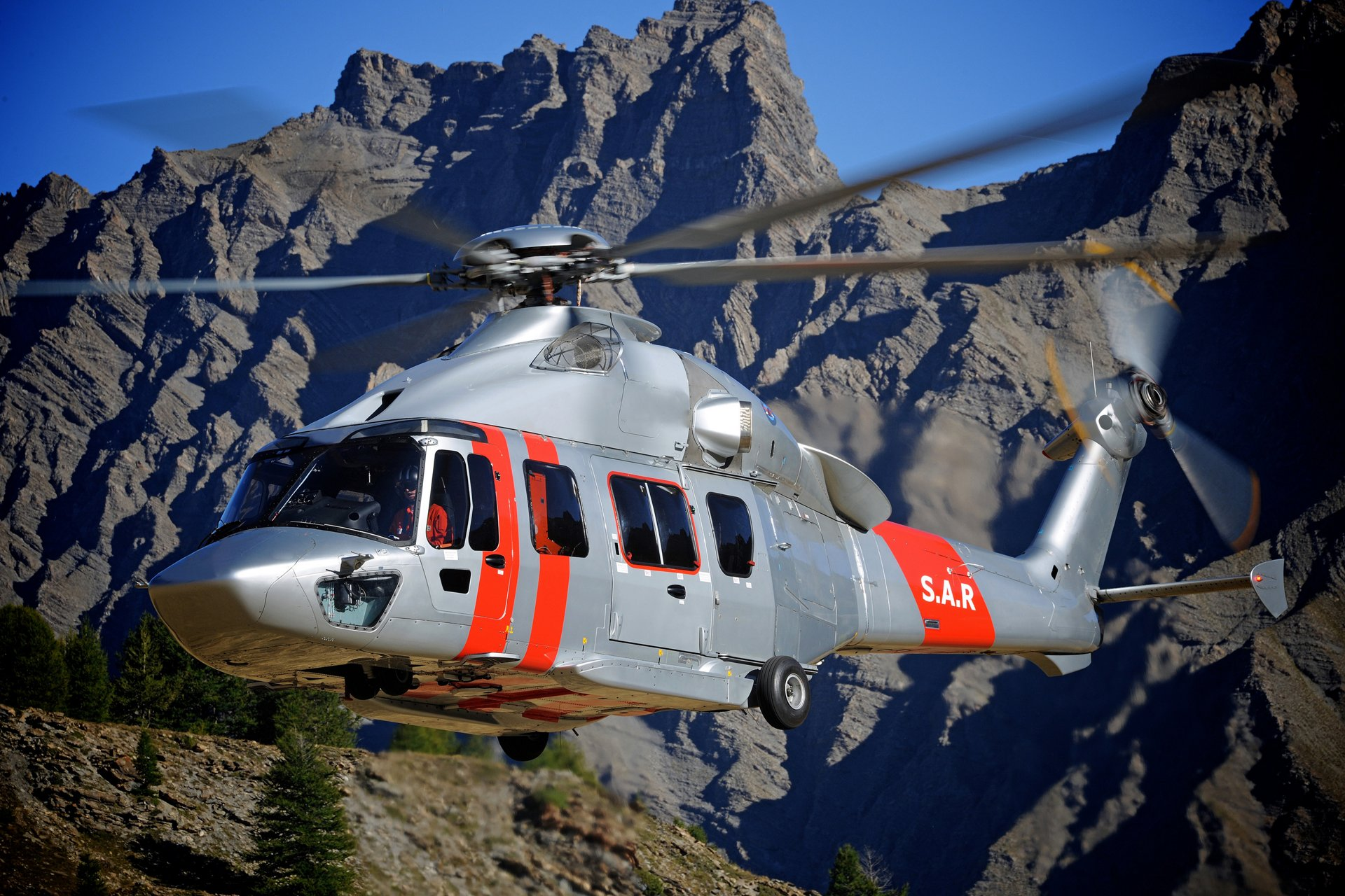 Hong Kong's Government Flying Services acquires seven H175s