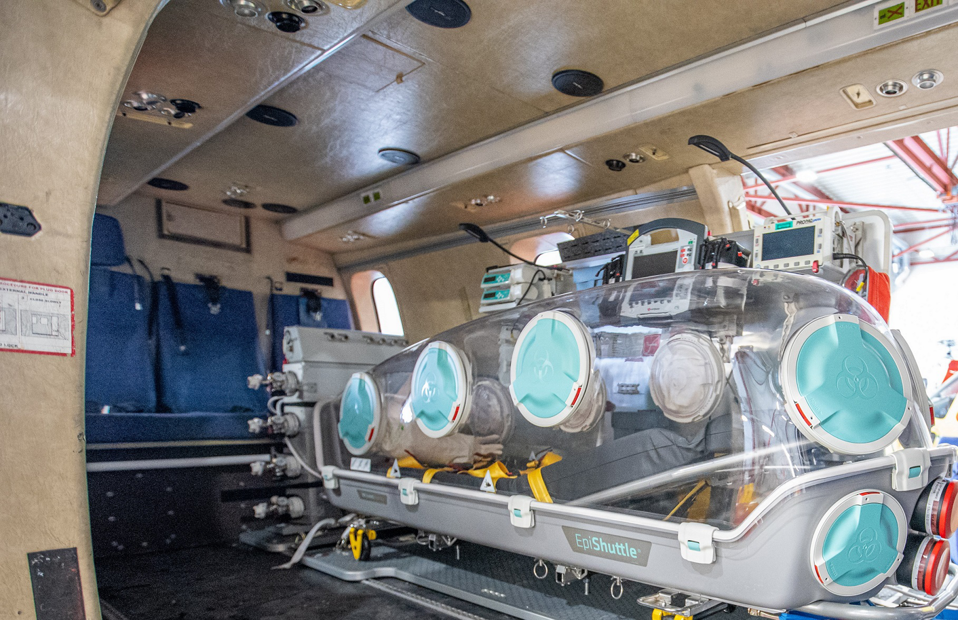 In Norway, Super Puma helicopter operator Lufttransport reacted fast to an urgent request from Norwegian Air Ambulance Services (Luftambulansetjenesten) with the rapid installation of the EpiShuttle to transport COVID-19 victims to hospital in the north of the country.