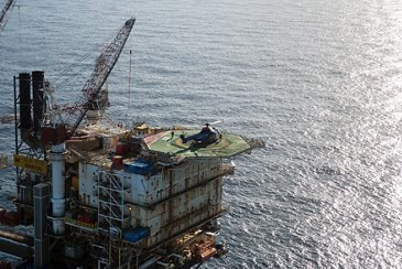 Airbus-built H225 landed on an Oil rig