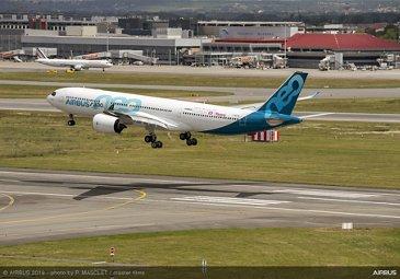 Airbus 50th anniversary - Formation flight – A330-900 landing