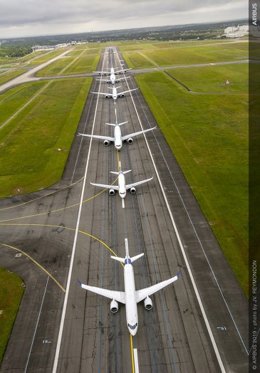 Airbus 50th anniversary - Formation Flight - Taxiing