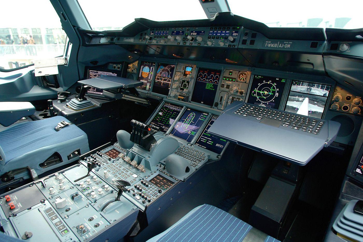 A380 cockpit virtual visit