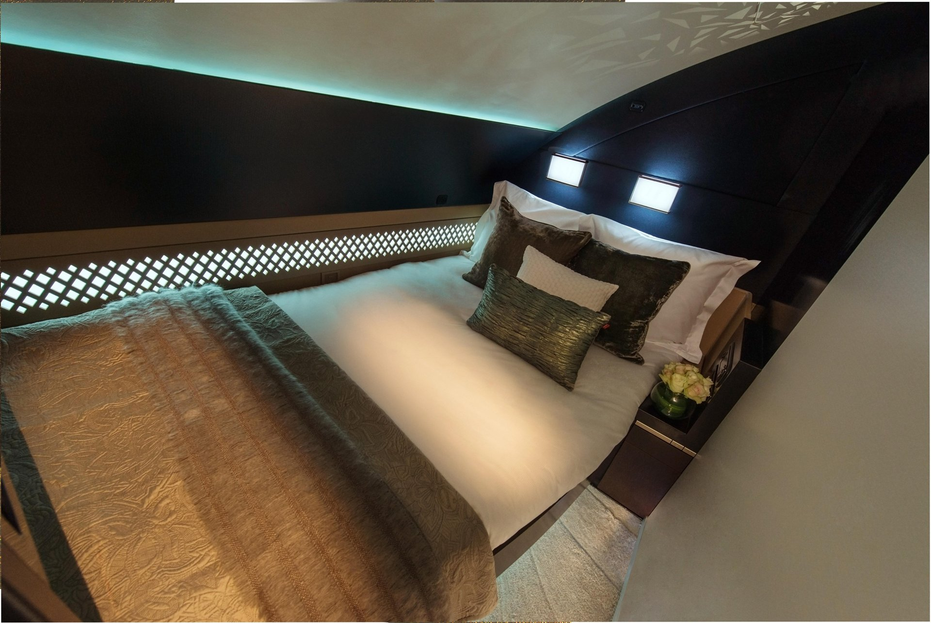 A380 Etihad The Residence bed
