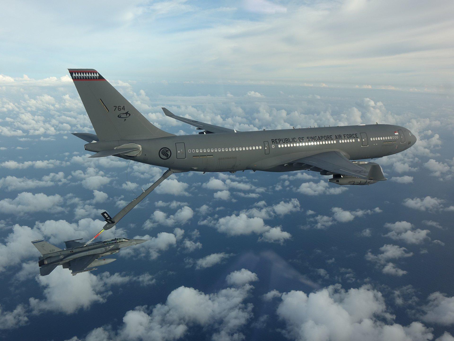 作为行动的一部分,一架A330MRTT为一架RSAF F-16D+加油