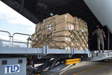 RMAF的A400M发送基本用品