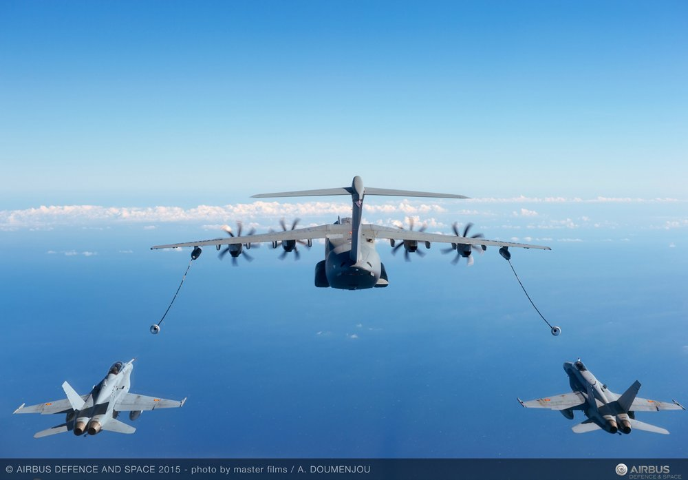 A400M refuellinh two F-18